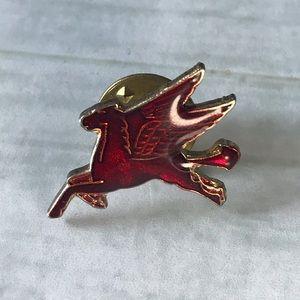 Mobil Pegasus Pin